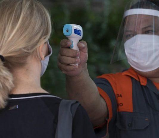 covidaumento-de-infeccoes-mostra-necessidade-de-vigilancia-a-medida-que-o-mundo-reabre