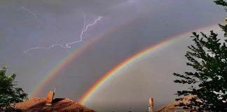 fotografos-capturaram-raios-e-arco-iris-ao-mesmo-tempo-no-ceu