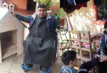 homem-ficou-paraplegico-e-vende-casas-de-cachorro-para-sustentar-sua-familia