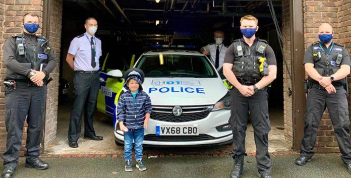 garoto-de-5-anos-liga-para-a-policia-e-salva-sua-mae-em-coma