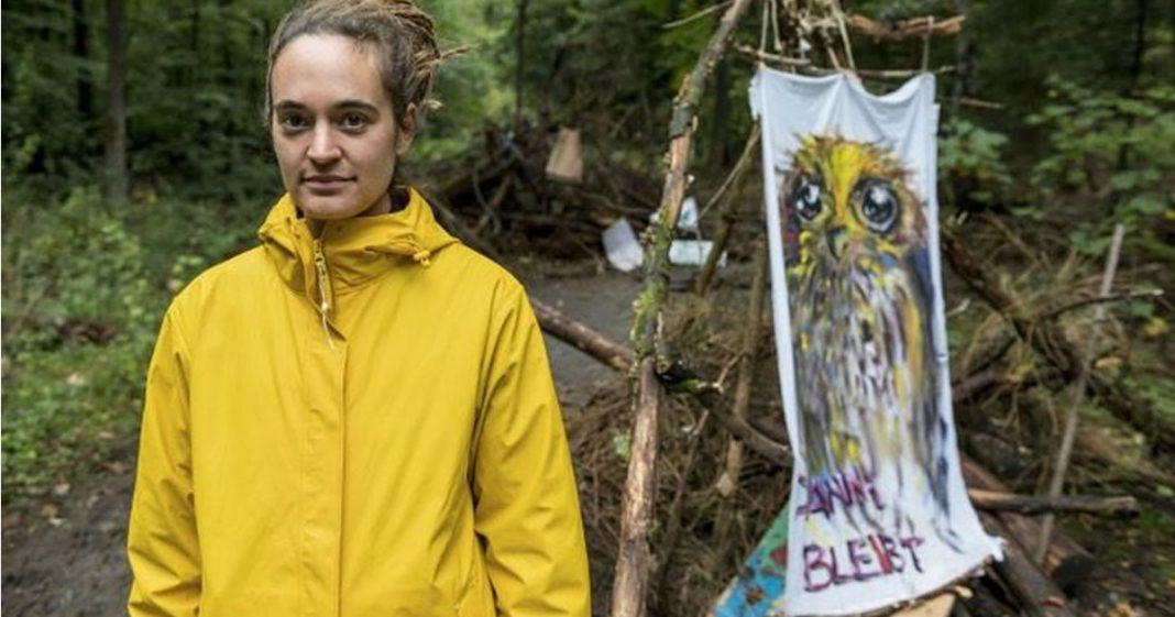 ativista-consegue-evitar-que-uma-floresta-fosse-derrubada-para-a-construcao-de-uma-ferrovia