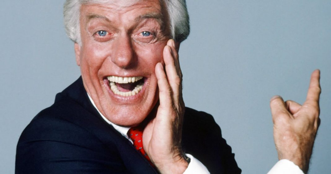 aos-95-ator-de-mary-poppins-distribui-dinheiro-para-desempregados