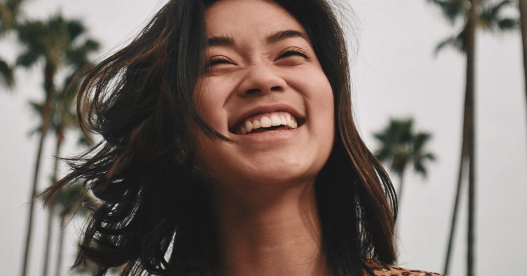 aprenda-colega-nao-e-amigo-sorrir-nao-e-felicidade-agora-o-foda-se-e-sempre-foda-se