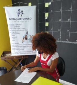 empatia-mulher-convida-jovem-que-vendia-flores-no-sinal-para-trabalhar-em-multinacional1