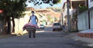 adolescente-vende-pao-caseiro-para-ajudar-familia