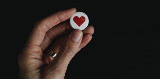 like-nao-e-afeto-seguir-de-volta-nao-e-amizade-e-rede-social-nao-e-vida-real